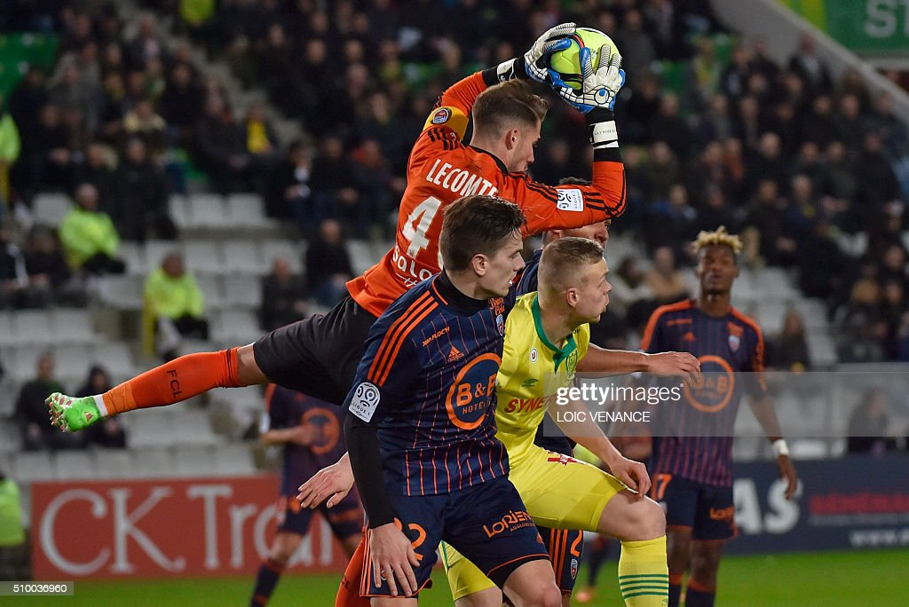 Lorient's French goalkeeper Benjamin Lecomte (C) catches the ball during the French L1 football match between Nantes (FCN) and Lorient (FCL) at La Beaujoire Stadium in Nantes, western France, on February 13, 2016. AFP PHOTO / LOIC VENANCE / AFP / LOIC VENANCE