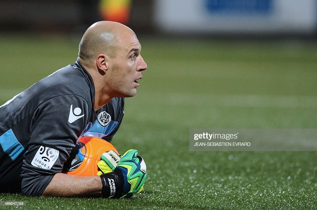 Lorient's French goalkeeper Fabien Audard reacts during the French L1 football match between Lorient and Toulouse on February 15, 2014 at the Moustoir stadium in Lorient, western France. AFP PHOTO / JEAN-SEBASTIEN EVRARD