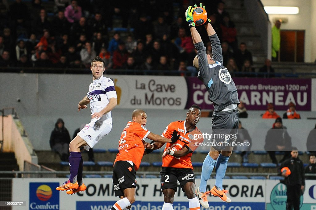 Lorient's French goalkeeper Fabien Audard (R) stops the ball during the French L1 football match between Lorient and Toulouse on February 15, 2014 at the Moustoir stadium in Lorient, western France. AFP PHOTO / JEAN-SEBASTIEN EVRARD