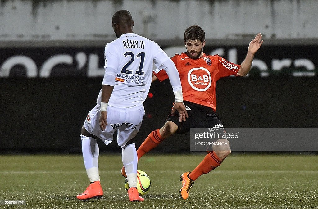 Lorient's French midfielder Jimmy Cabot (R) vies with Montpellier's French defender William Remy during the French L1 football match Lorient vs Montpellier on February 6, 2016 at the Moustoir stadium in Lorient, western France. AFP PHOTO / LOIC VENANCE / AFP / LOIC VENANCE