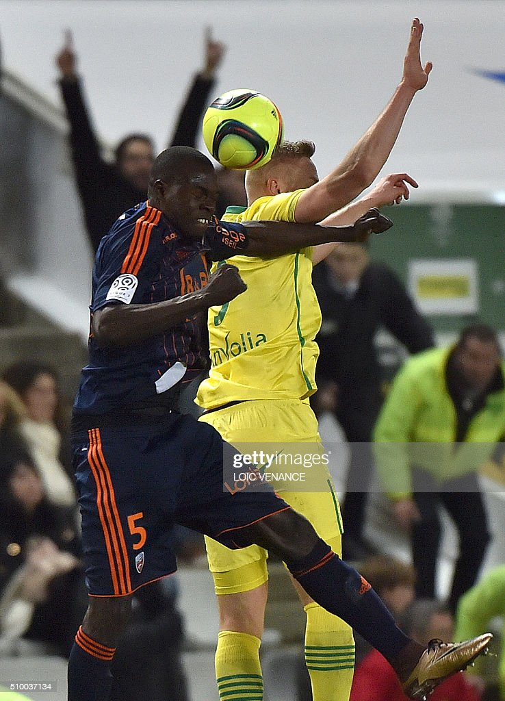 Lorient's Senegalese defender Zargo Toure (L) vies for the ball with Nantes' Icelandic forward Kolbeinn Sigthorsson during the French L1 football match between Nantes (FCN) and Lorient (FCL) at La Beaujoire Stadium in Nantes, western France, on February 13, 2016. AFP PHOTO / LOIC VENANCE / AFP / LOIC VENANCE