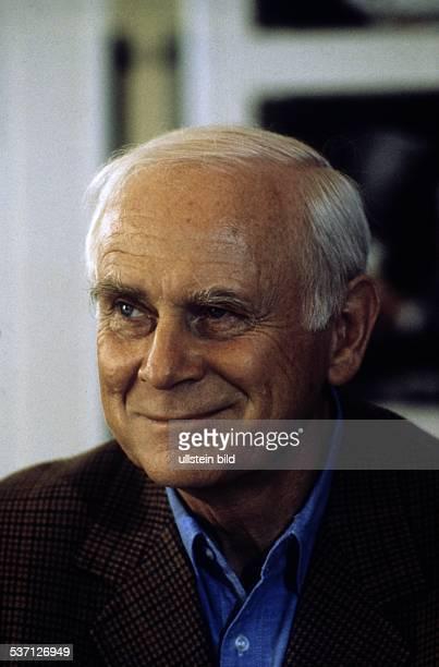 Loriot * Humorist Karikaturist D Buelow Vicco von in Berlin am Rande der Dreharbeiten zu seinem Film 'Oedipussi' September 1987