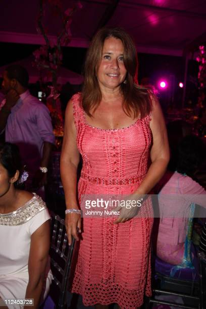 Lorraine Bracco attend the 9th annual Art for Life benefit gala on July 19 2008 in East Hampton New York