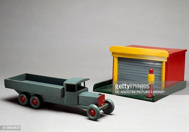 Lorry and garage painted wooden toy Italy 20th century Milan Museo Del Giocattolo E Del Bambino
