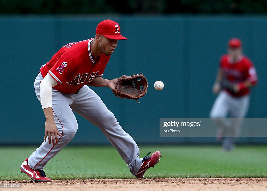 Los Angeles Angels shortstop Andrelton Simmons catches the ball hit by Detroit Tigers second baseman Ian Kinsler during the fifth inning of a...