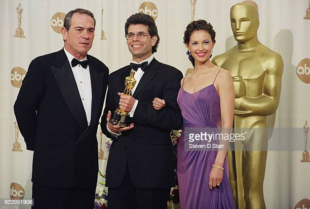 Los Angeles California Winner of the 2000 Academy Award for best film editing for 'The Matrix' Zach Staenberg with presenters Tommy Lee Jones and...