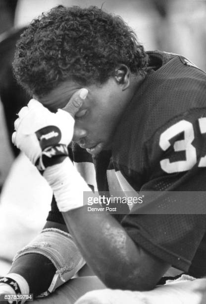 Los Angeles CASpecial Transmission for the Denver PostLos Angeles defensive back Lester Hayes sits dejectedly on the bench as the Raiders fell to...