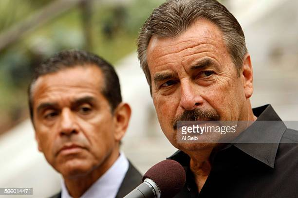Los Angeles Chief of Police Charlie Beck right with Mayor Antonio Villaraigosa left addresses questions from media about the capture of Tobias Dustin...