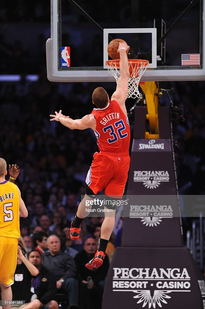 Los Angeles Clippers power forward <a gi-track='captionPersonalityLinkClicked' href=/galleries/search?phrase=Blake+Griffin+-+Jugador+de+baloncesto&family=editorial&specificpeople=4216010 ng-click='$event.stopPropagation()'>Blake Griffin</a> #32 goes to the basket during the game against the Los Angeles Lakers at Staples Center on March 25, 2011 in Los Angeles, California. The Lakers won 112-104.