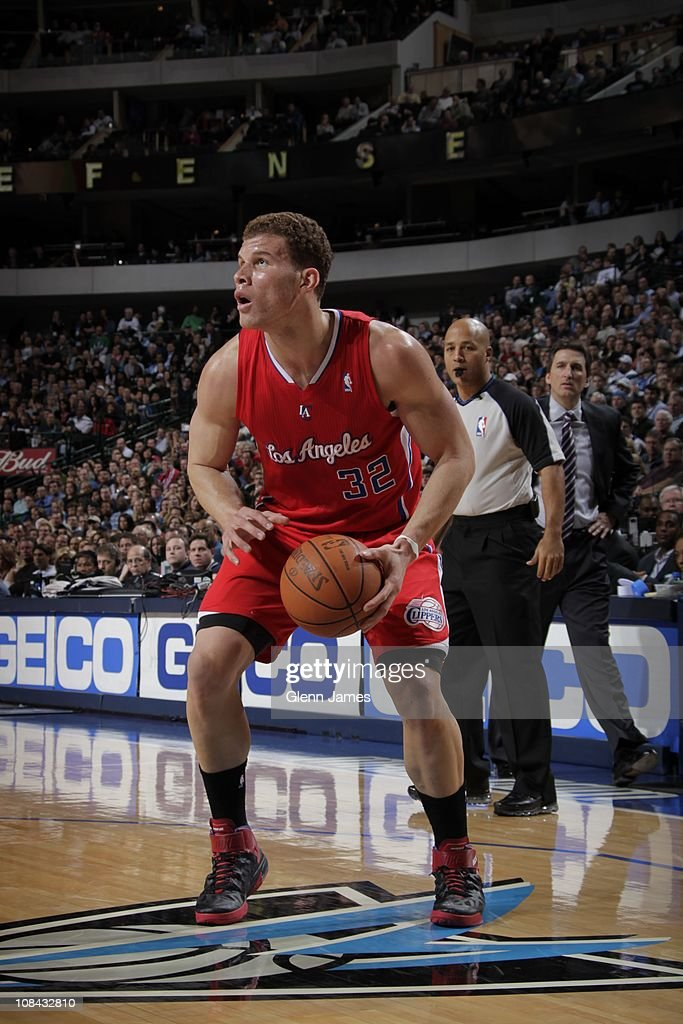 Los Angeles Clippers power forward <a gi-track='captionPersonalityLinkClicked' href=/galleries/search?phrase=Blake+Griffin+-+Basketballspieler&family=editorial&specificpeople=4216010 ng-click='$event.stopPropagation()'>Blake Griffin</a> #32 handles during a game against the Dallas Mavericks on January 25, 2011 at the American Airlines Center in Dallas, Texas.