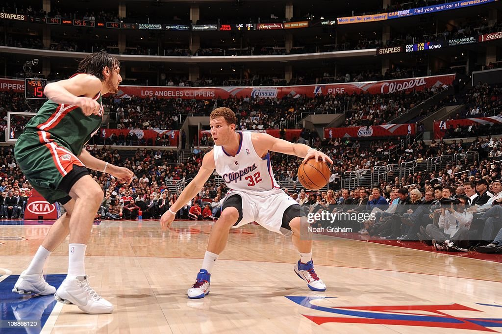 Los Angeles Clippers power forward <a gi-track='captionPersonalityLinkClicked' href=/galleries/search?phrase=Blake+Griffin+-+Basketballspieler&family=editorial&specificpeople=4216010 ng-click='$event.stopPropagation()'>Blake Griffin</a> #32 protects the ball during a game against the Milwaukee Bucks at Staples Center on January 31, 2011 in Los Angeles, California. The Clippers won 105-88.