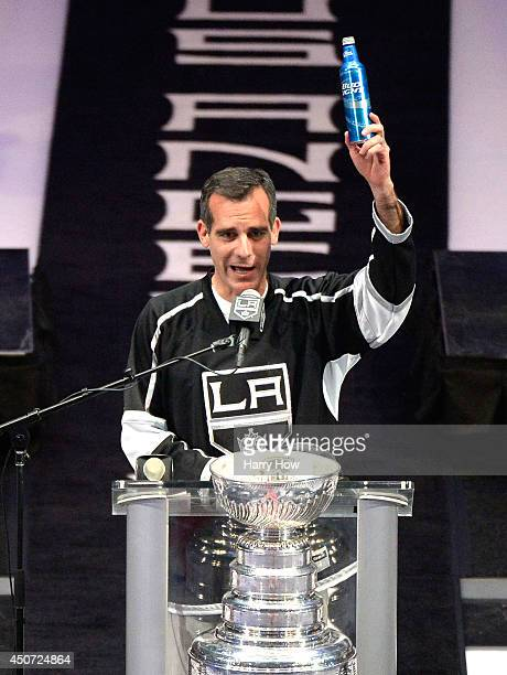 Los Angeles Kings Mayor Eric Garcetti raises a beer and swears during the Los Angeles Kings Victory Parade And Rally on June 16 2014 in Los Angeles...
