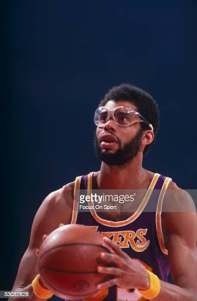 Los Angeles Lakers' center Kareem Abdul Jabbar takes aim to shoot at the foul line NOTE TO USER User expressly acknowledges and agrees that by...