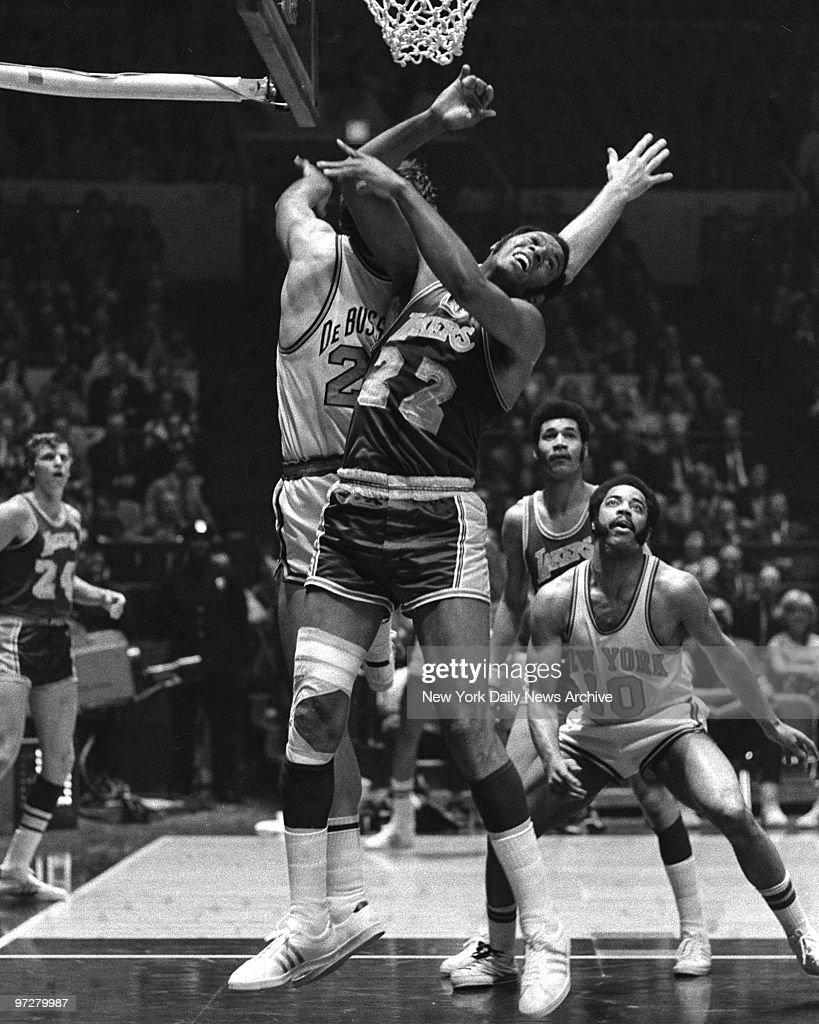 Los Angeles Lakers Elgin Baylor [22] battles N Y Knicks Dav