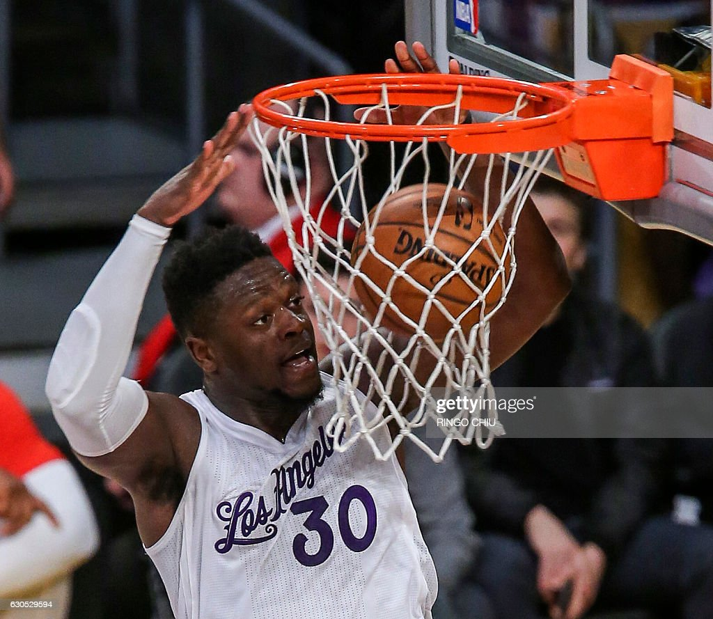 Los Angeles Lakers forward Julius Randle (#30) dunks against Los Angeles Clippers during their NBA game at Staples Center in Los Angeles, California on December 25, 2016. The Lakers won 111-102. / AFP / RINGO