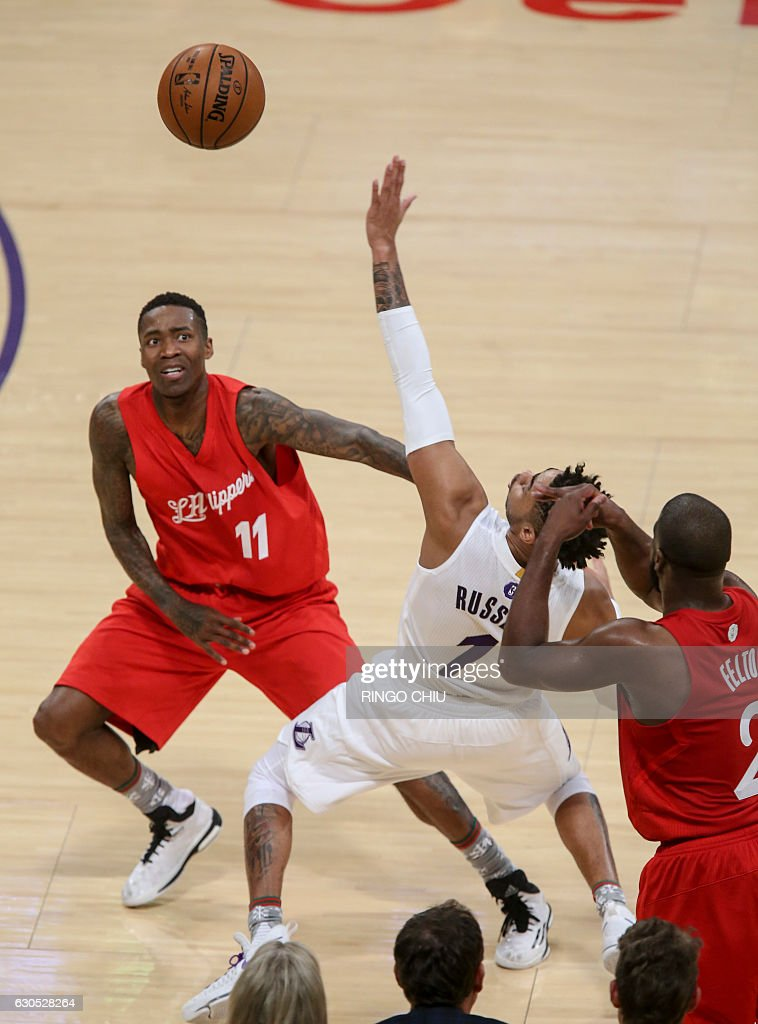 Los Angeles Lakers guard D'Angelo Russell (1) fights for the ball against Los Angeles Clippers forward Jamal Crawford (#11) during their NBA game at Staples Center in Los Angeles, California on December 25, 2016. / AFP / RINGO