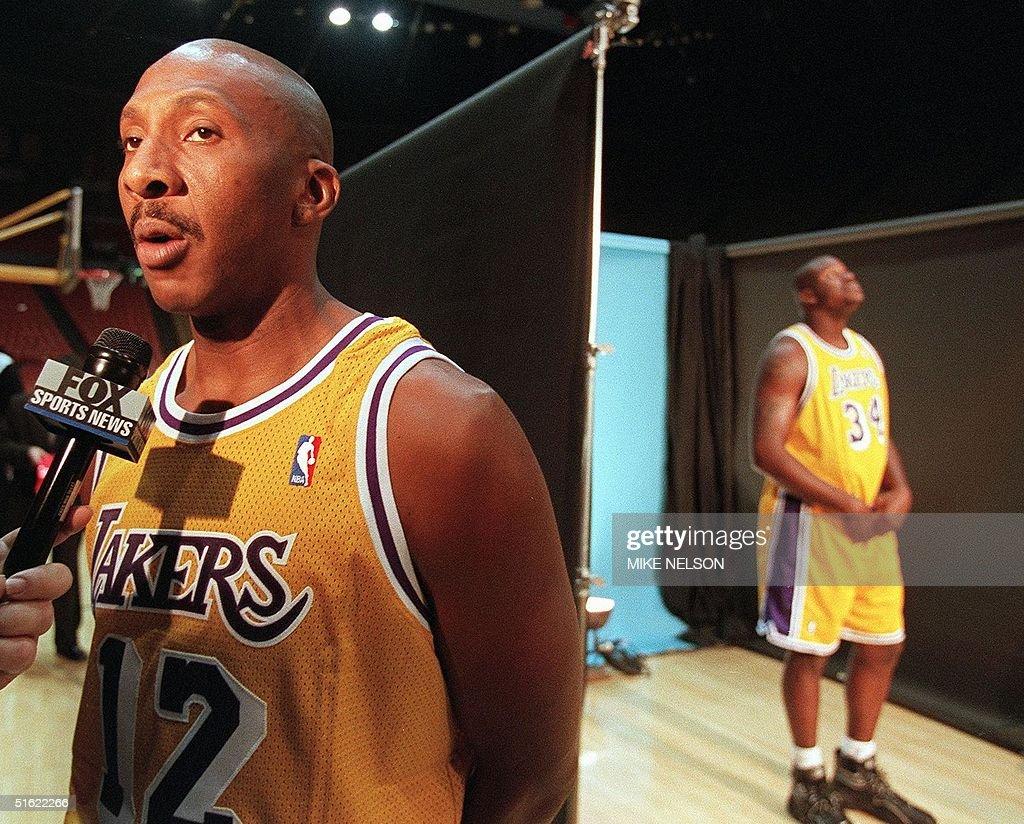 Los Angeles Lakers player Derek Harper L talks t