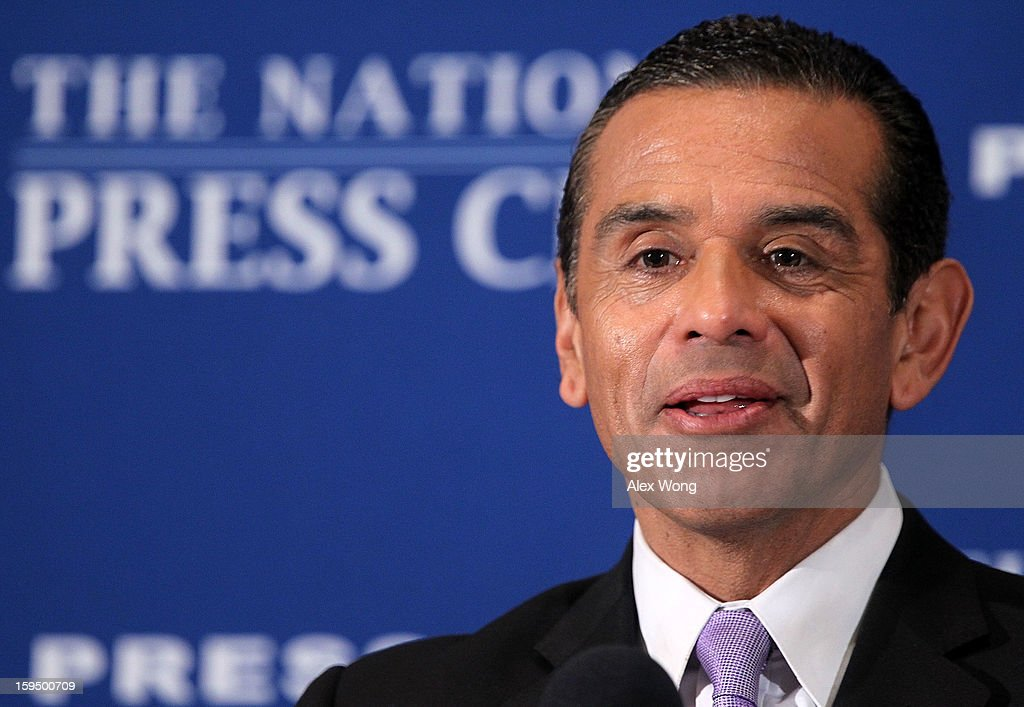 Los Angeles Mayor <a gi-track='captionPersonalityLinkClicked' href=/galleries/search?phrase=Antonio+Villaraigosa&family=editorial&specificpeople=178925 ng-click='$event.stopPropagation()'>Antonio Villaraigosa</a> addresses a National Press Club luncheon January 14, 2013 at the National Press Club in Washington, DC. Villaraigosa spoke on 'Immigration Reform: Now is the Time.'