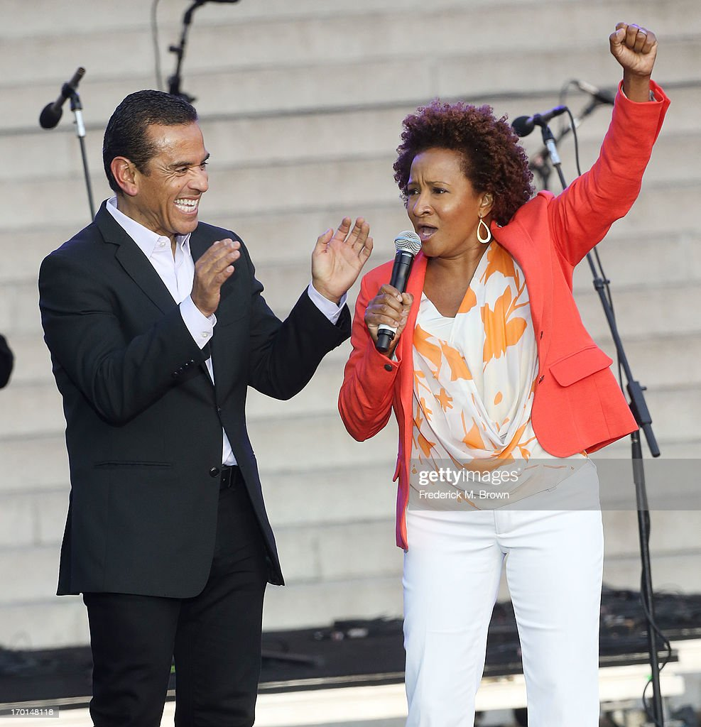 Los Angeles Mayor <a gi-track='captionPersonalityLinkClicked' href=/galleries/search?phrase=Antonio+Villaraigosa&family=editorial&specificpeople=178925 ng-click='$event.stopPropagation()'>Antonio Villaraigosa</a> (L) and comedian <a gi-track='captionPersonalityLinkClicked' href=/galleries/search?phrase=Wanda+Sykes&family=editorial&specificpeople=208075 ng-click='$event.stopPropagation()'>Wanda Sykes</a> during President Bill Clinton Pays Tribute to Mayor <a gi-track='captionPersonalityLinkClicked' href=/galleries/search?phrase=Antonio+Villaraigosa&family=editorial&specificpeople=178925 ng-click='$event.stopPropagation()'>Antonio Villaraigosa</a> at Celebrate LA! on June 7, 2013 in Los Angeles, California.