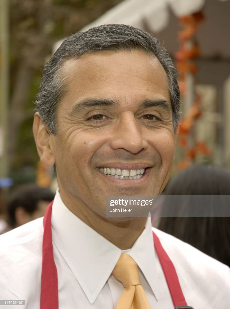 Los Angeles Mayor <a gi-track='captionPersonalityLinkClicked' href=/galleries/search?phrase=Antonio+Villaraigosa&family=editorial&specificpeople=178925 ng-click='$event.stopPropagation()'>Antonio Villaraigosa</a> during Kirk Douglas and Anne Douglas Host the LA Mission's 2005 Thanksgiving Meal at The LA Mission in Los Angeles, California, United States.