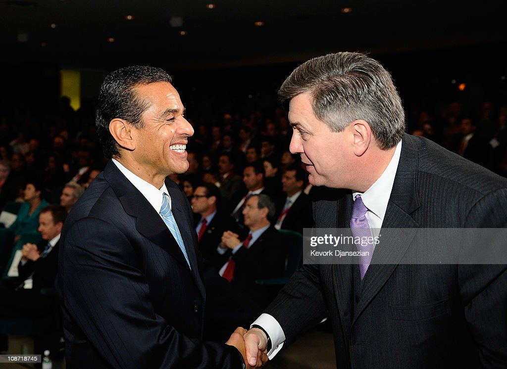 Los Angeles Mayor <a gi-track='captionPersonalityLinkClicked' href=/galleries/search?phrase=Antonio+Villaraigosa&family=editorial&specificpeople=178925 ng-click='$event.stopPropagation()'>Antonio Villaraigosa</a> (L) greets <a gi-track='captionPersonalityLinkClicked' href=/galleries/search?phrase=Tim+Leiweke&family=editorial&specificpeople=676996 ng-click='$event.stopPropagation()'>Tim Leiweke</a>, President and CEO of AEG, during an event announcing naming rights for the new football stadium Farmers Field at Los Angeles Convention Center on February 1, 2011 in Los Angeles, California. AEG has reportedly sold the naming rights for the proposed stadium to Farmers Insurance Exchange for $650,000, calling the stadium 'Farmers Field.'
