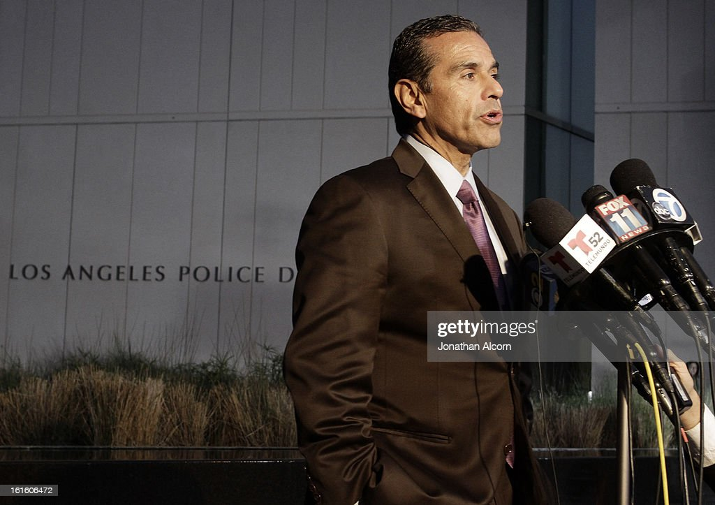 Los Angeles Mayor <a gi-track='captionPersonalityLinkClicked' href=/galleries/search?phrase=Antonio+Villaraigosa&family=editorial&specificpeople=178925 ng-click='$event.stopPropagation()'>Antonio Villaraigosa</a> makes a statement to the media outside Police Administration Headquarters regarding former LAPD officer Christopher Dorner, February 12, 2013 in Los Angeles, California. Dorner barricaded himself in a cabin near Big Bear, California after shooting two police officers, killing one and wounding the other. Dorner, a former Los Angeles Police Department officer and Navy Reserve veteran, is wanted in connection with the deaths of an Irvine couple and a Riverside police officer.