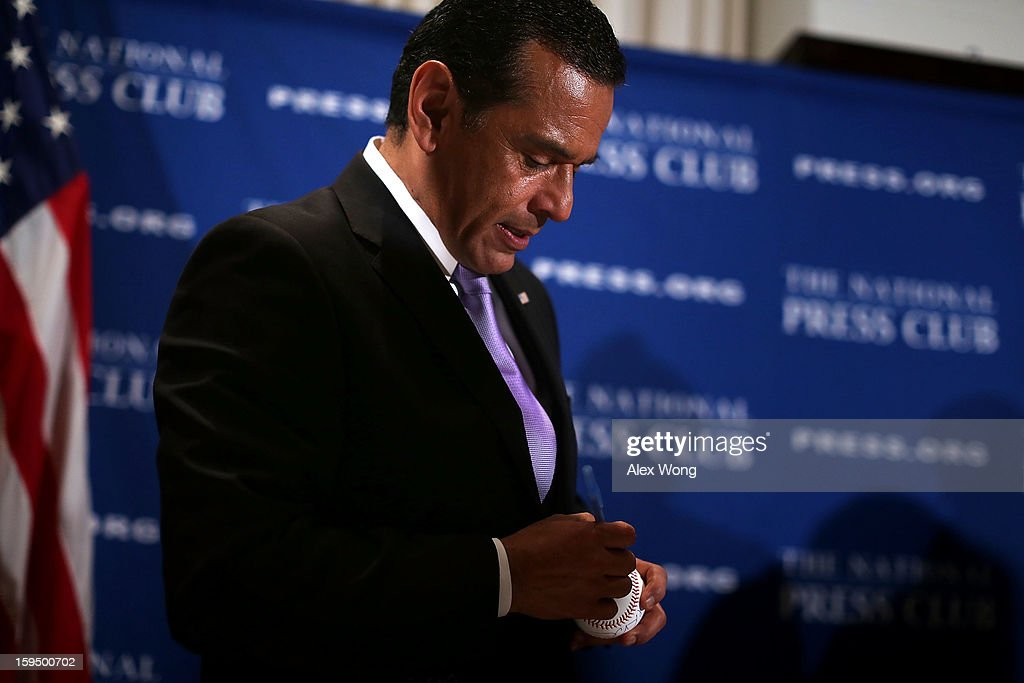 Los Angeles Mayor <a gi-track='captionPersonalityLinkClicked' href=/galleries/search?phrase=Antonio+Villaraigosa&family=editorial&specificpeople=178925 ng-click='$event.stopPropagation()'>Antonio Villaraigosa</a> signs autograph on a baseball for an audience after he addressed a National Press Club luncheon January 14, 2013 at the National Press Club in Washington, DC. Villaraigosa spoke on 'Immigration Reform: Now is the Time.'