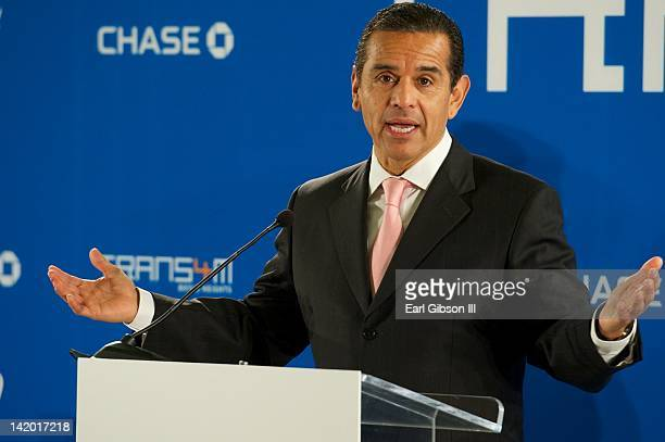 Los Angeles Mayor Antonio Villaraigosa speaks at Theodore Roosevelt High School with william to annouce the commitment to the collaborative efforts...