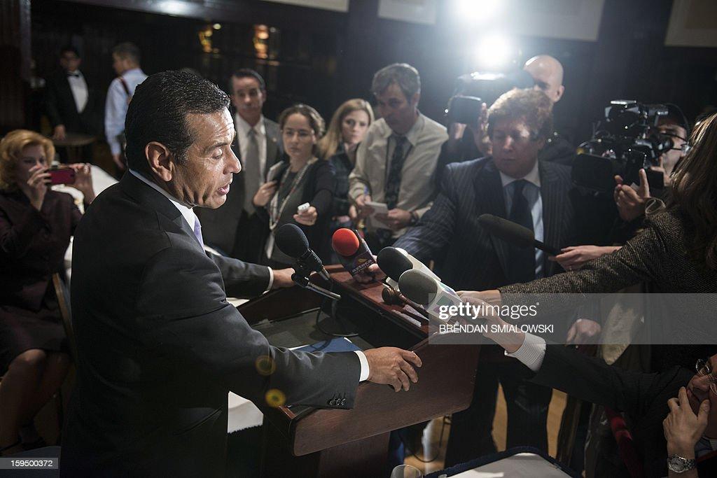 Los Angeles Mayor Antonio Villaraigosa speaks during a luncheon at the National Press Club ON January 14, 2013 in Washington. Villaraigosa spoke about immigration reform, gun laws and other issues. AFP PHOTO/Brendan SMIALOWSKI