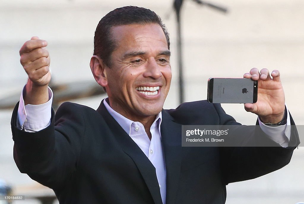 Los Angeles Mayor <a gi-track='captionPersonalityLinkClicked' href=/galleries/search?phrase=Antonio+Villaraigosa&family=editorial&specificpeople=178925 ng-click='$event.stopPropagation()'>Antonio Villaraigosa</a> takes pictures with his camera during President Bill Clinton Pays Tribute to Mayor <a gi-track='captionPersonalityLinkClicked' href=/galleries/search?phrase=Antonio+Villaraigosa&family=editorial&specificpeople=178925 ng-click='$event.stopPropagation()'>Antonio Villaraigosa</a> at Celebrate LA! on June 7, 2013 in Los Angeles, California.