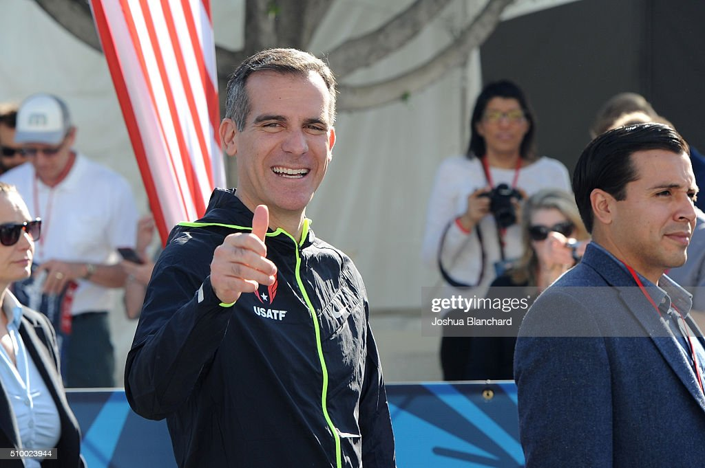Los Angeles Mayor <a gi-track='captionPersonalityLinkClicked' href=/galleries/search?phrase=Eric+Garcetti&family=editorial&specificpeople=635706 ng-click='$event.stopPropagation()'>Eric Garcetti</a> at the start of the U.S. Olympic Team Trials Marathon on February 13, 2016 in Los Angeles, California.