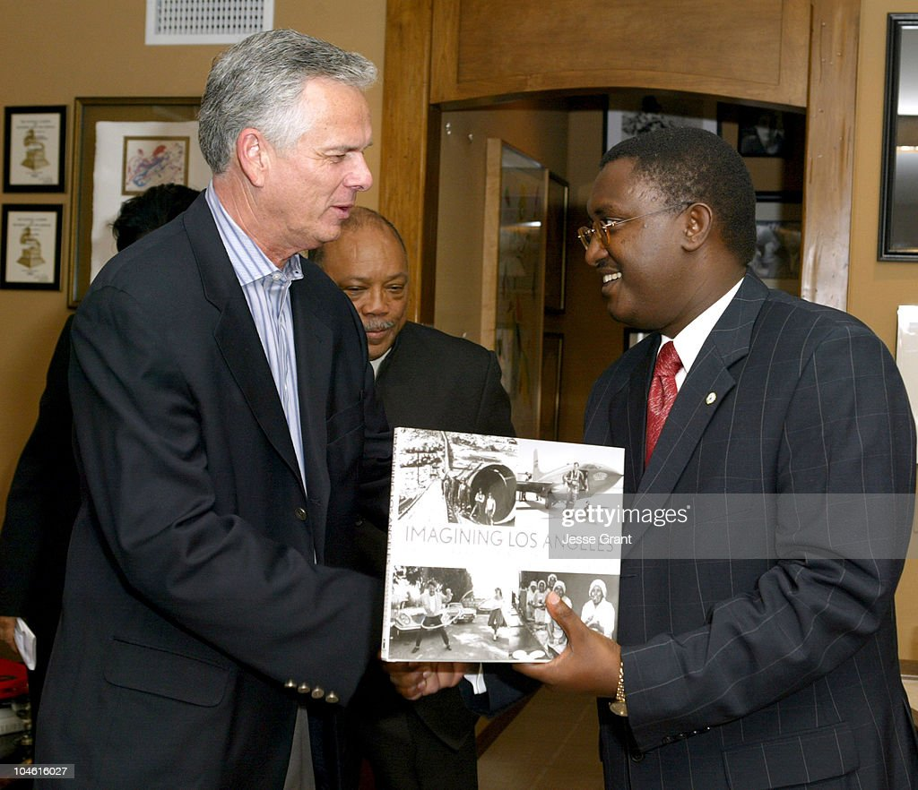Los Angeles Mayor James Hahn and Theoneste Mutsindashyaka, Mayor of Kigali, Rwanda
