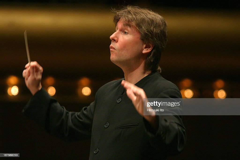 Los Angeles Philharmonic performing at Avery Fisher Hall on Sunday afternoon, June 5, 2005.This image:<a gi-track='captionPersonalityLinkClicked' href=/galleries/search?phrase=Esa-Pekka+Salonen&family=editorial&specificpeople=3141979 ng-click='$event.stopPropagation()'>Esa-Pekka Salonen</a> conducts LA Philharmonic in Ravel's 'Daphnis et Chloe.'