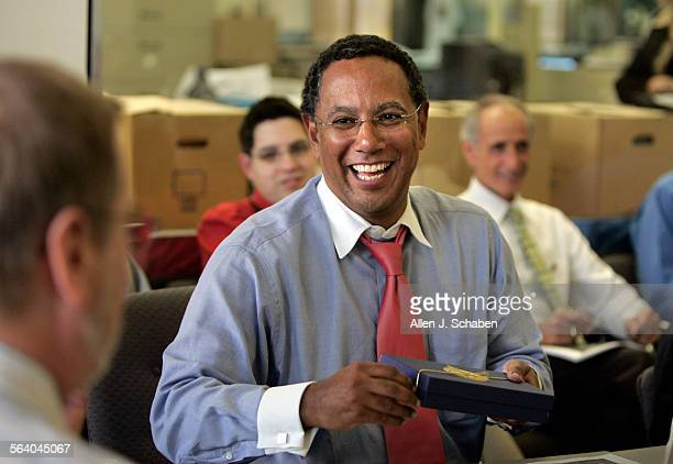 Los Angeles Times Editor Dean Baquet receives a gift from newsroom editors at his final news meeting at the Los Angeles Times Friday Nov 10 2006...