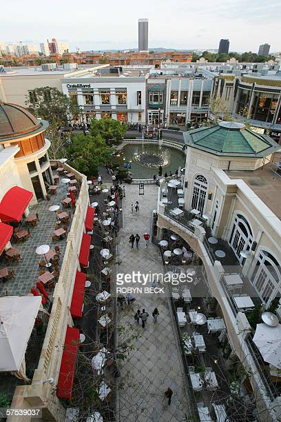 2/4 TO GO WITH AFP STORY USSOCIETYDISTRIBUTIONREAL ESTATE Shoppers walk down a street lined with restaurant at The Grove outdoor shopping mall 24...