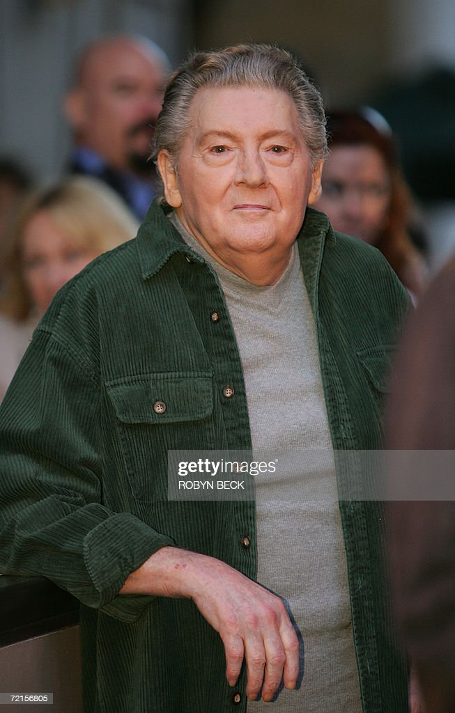 American music legend Jerry Lee Lewis arrives for a rare live performance for fans in support of his newest studio album 'Last Man Standing,' 12 October 2006 outside the Virgin Megastore at Hollywood and Highland in the Hollywood section of Los Angeles, California. AFP PHOTO / Robyn BECK