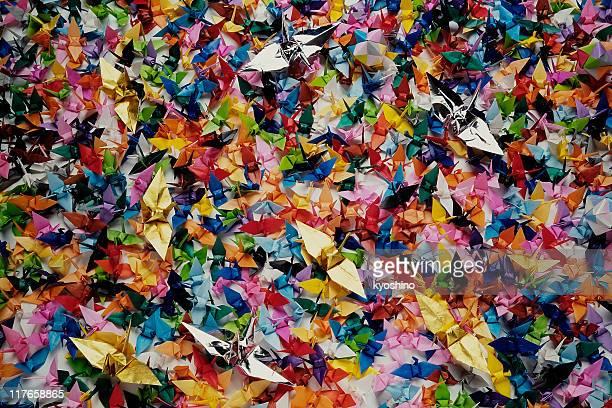 たくさんのカラフルな折り紙共通クレーンテクスチャ背景