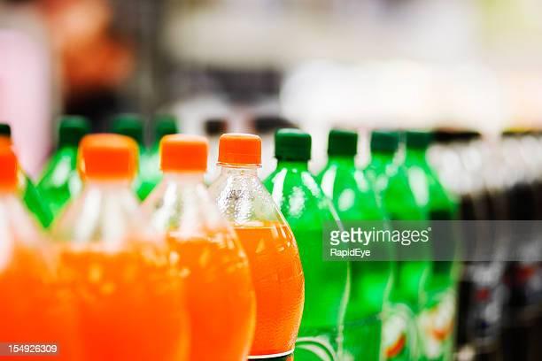 Viele soda Flaschen in unterschiedlichen Aromen, auf