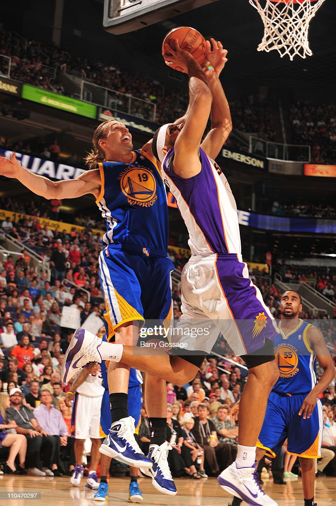 Lou Amundson #19 of the Golden State Warriors blocks a shot by <a gi-track='captionPersonalityLinkClicked' href=/galleries/search?phrase=Jared+Dudley&family=editorial&specificpeople=224071 ng-click='$event.stopPropagation()'>Jared Dudley</a> #3 of the Phoenix Suns in an NBA game played on March 18, 2011 at U.S. Airways Center in Phoenix, Arizona.