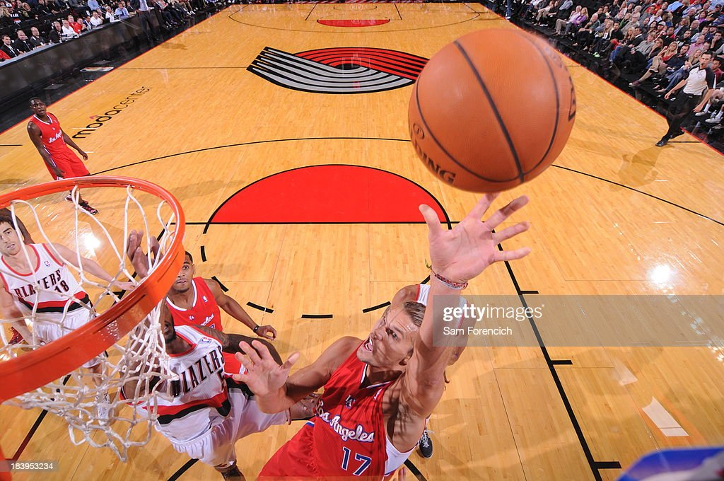 Lou Amundson #17 of the Los Angeles Clippers drives to the basket against the Portland Trail Blazers on October 7, 2013 at the Moda Center Arena in Portland, Oregon.