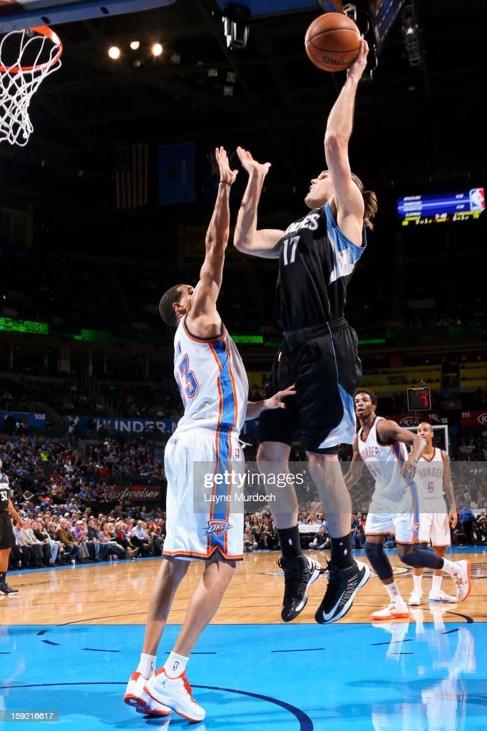 Lou Amundson #17 of the Minnesota Timberwolves shoots in the lane against <a gi-track='captionPersonalityLinkClicked' href=/galleries/search?phrase=Kevin+Martin+-+Joueur+de+basketball&family=editorial&specificpeople=204503 ng-click='$event.stopPropagation()'>Kevin Martin</a> #23 of the Oklahoma City Thunder on January 9, 2013 at the Chesapeake Energy Arena in Oklahoma City, Oklahoma.