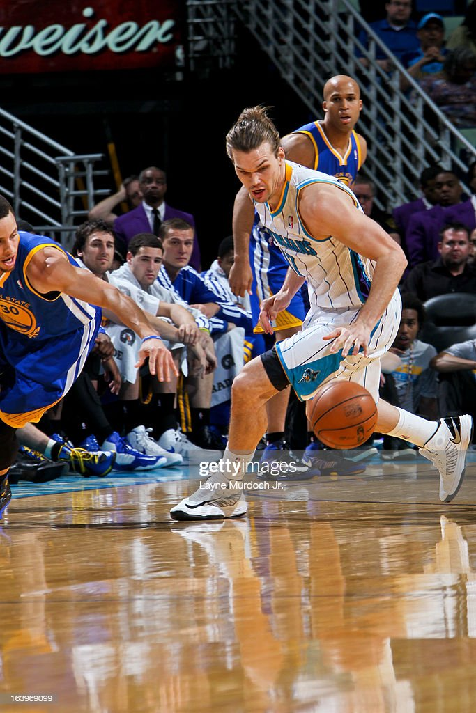 Lou Amundson #17 of the New Orleans Hornets chases after a loose ball against Stephen Curry #30 of the Golden State Warriors on March 18, 2013 at the New Orleans Arena in New Orleans, Louisiana.
