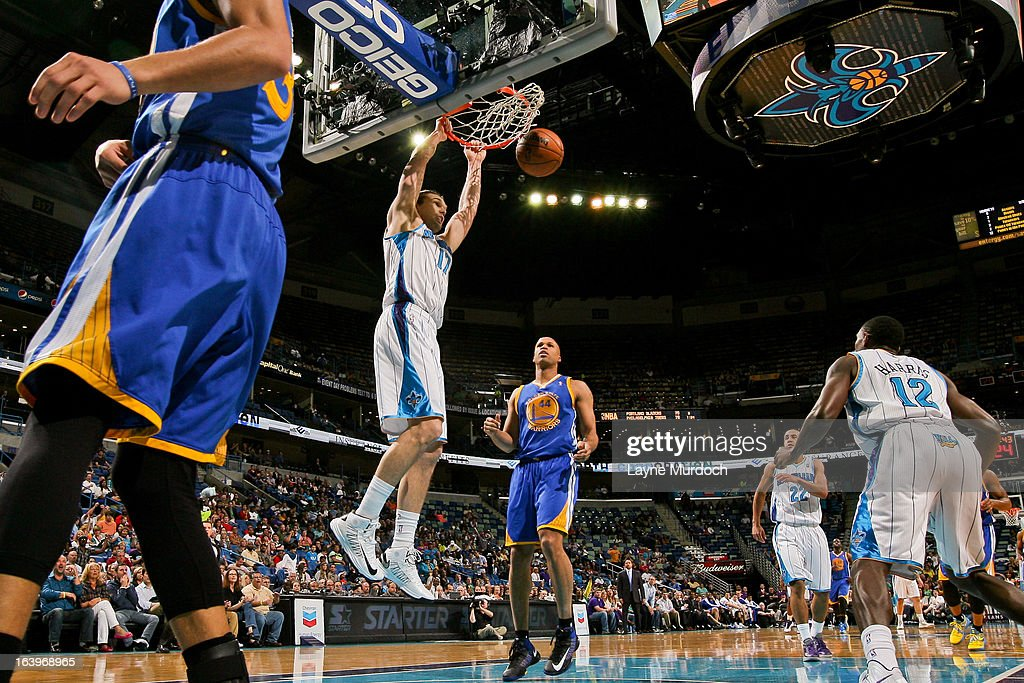 Lou Amundson #17 of the New Orleans Hornets dunks against the Golden State Warriors on March 18, 2013 at the New Orleans Arena in New Orleans, Louisiana.