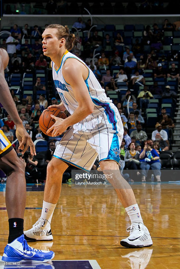 Lou Amundson #17 of the New Orleans Hornets looks to pass the ball against the Golden State Warriors on March 18, 2013 at the New Orleans Arena in New Orleans, Louisiana.