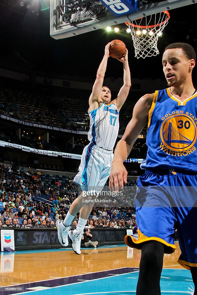 Lou Amundson #17 of the New Orleans Hornets rises for a dunk against the Golden State Warriors on March 18, 2013 at the New Orleans Arena in New Orleans, Louisiana.