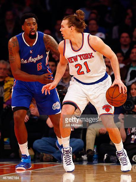Lou Amundson of the New York Knicks in action against DeAndre Jordan of the Los Angeles Clippers at Madison Square Garden on March 25 2015 in New...