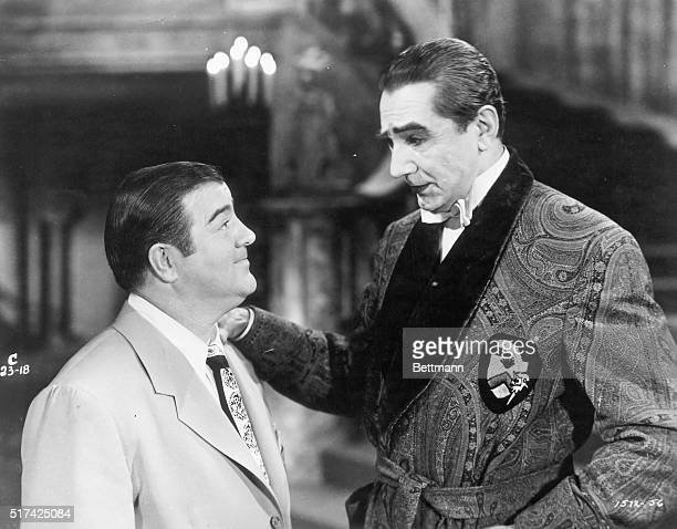 Lou Costello as Wilbur Grey and Bela Lugosi as Dracula in the movie Abbott and Costello Meet Frankenstein