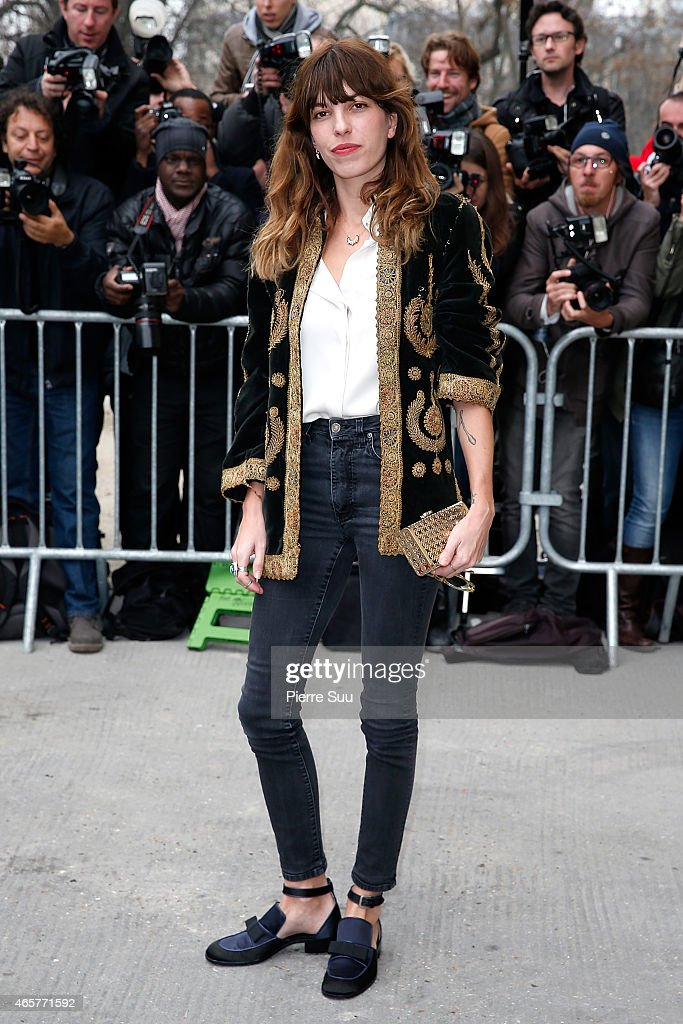<a gi-track='captionPersonalityLinkClicked' href=/galleries/search?phrase=Lou+Doillon&family=editorial&specificpeople=208822 ng-click='$event.stopPropagation()'>Lou Doillon</a> attends the Chanel show as part of the Paris Fashion Week Womenswear Fall/Winter 2015/2016 on March 10, 2015 in Paris, France.