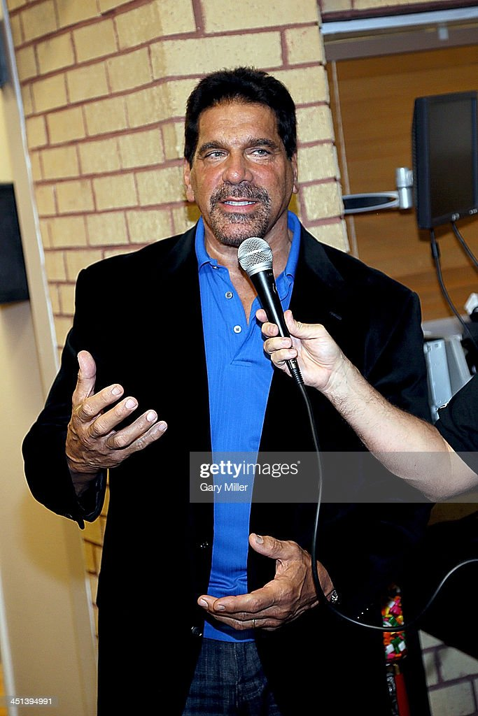 <a gi-track='captionPersonalityLinkClicked' href=/galleries/search?phrase=Lou+Ferrigno&family=editorial&specificpeople=241230 ng-click='$event.stopPropagation()'>Lou Ferrigno</a> appears at Discount Electronics while in town for Wizard World Austin Comic Con on November 21, 2013 in Austin, Texas.