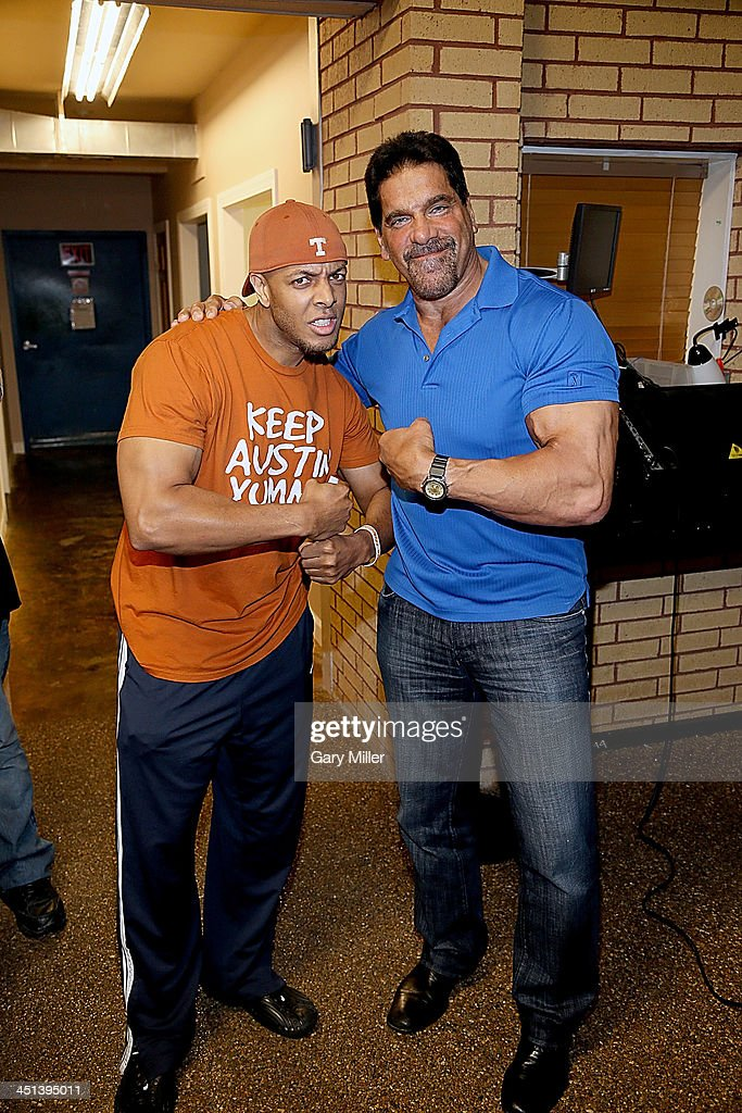<a gi-track='captionPersonalityLinkClicked' href=/galleries/search?phrase=Lou+Ferrigno&family=editorial&specificpeople=241230 ng-click='$event.stopPropagation()'>Lou Ferrigno</a> meets with fans at Discount Electronics while in town for Wizard World Austin Comic Con on November 21, 2013 in Austin, Texas.